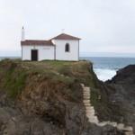 Ermita de Virxe do Porto y faro de Frouxeira. Valdoviño