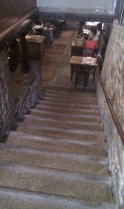 escalera acceso dezaseis