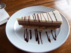 Tarta tres chocolates