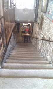 Escaleras acceso dezaseis